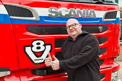 Van der Hoek transport verrast chauffeur met nieuwe Scania V8