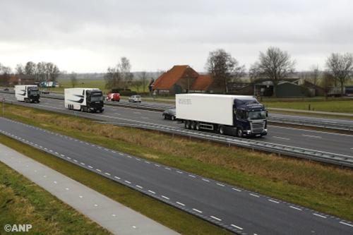 Zelfrijdende vrachtwagens op Vlaamse snelweg [+video]