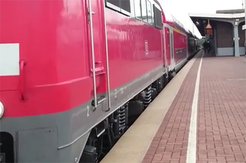 Redder komt zelf onder de trein