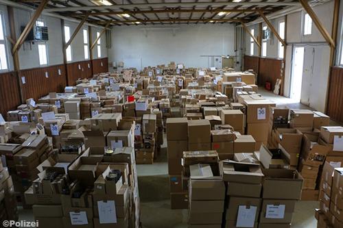 Twee miljoen illegale cd's en platen ontdekt