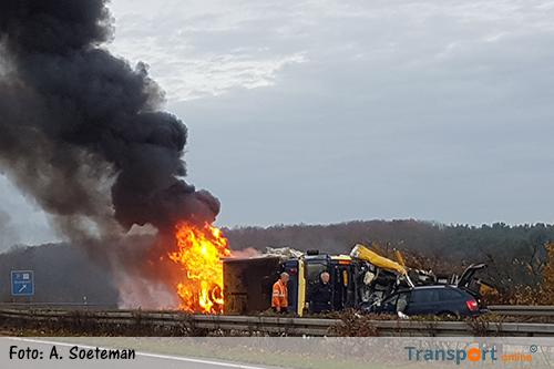 Nederlandse vrachtwagen veroorzaakt ongeluk op Duitse A57 [+foto]
