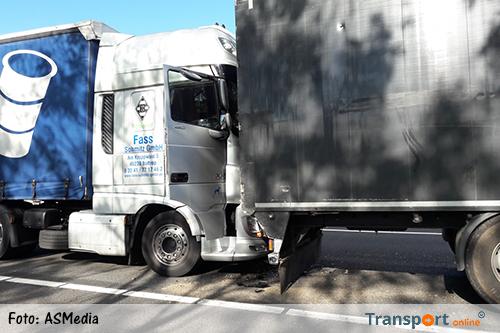 Ongeval met drie vrachtwagens en een auto op A12 [+foto]