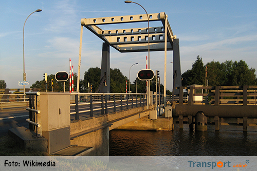 Afsluitingen drie bruggen over Eemskanaal