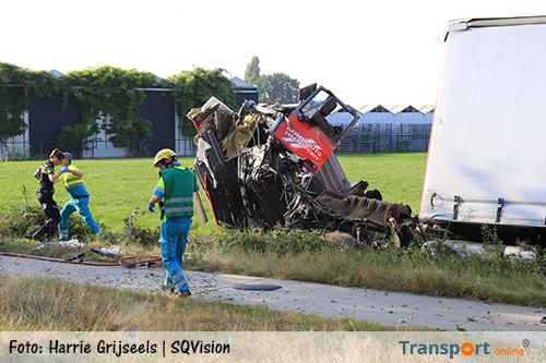 Dode bij ernstig ongeval met vrachtwagen en meerdere auto's op N270 [+foto]
