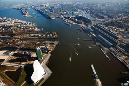 Amsterdam bouwt brug over het IJ