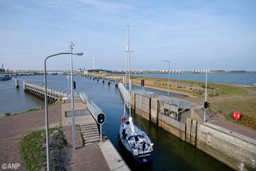 Sluizen Afsluitdijk dicht wegens hoogwater
