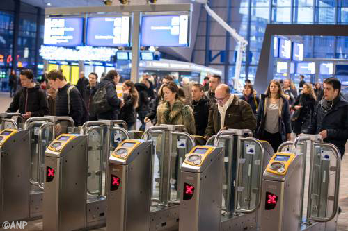 Nog urenlang geen treinen Delft-Rotterdam