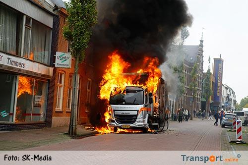 Vrachtwagen in brand in Cuijk [+foto]