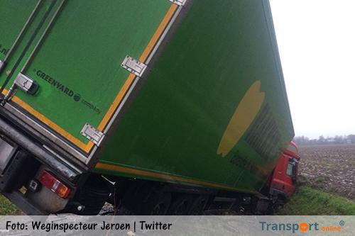 Vrachtwagen van de weg langs A4 [+foto's]
