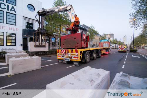 Amsterdam plaatst betonblokken op de Dam