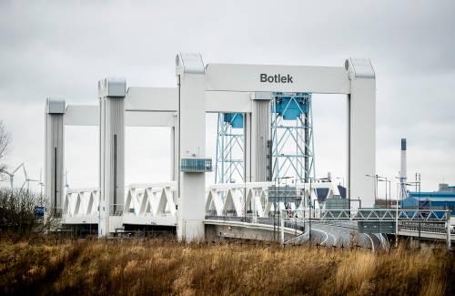 Rijkswaterstaat kijkt opnieuw naar Botlekbrug