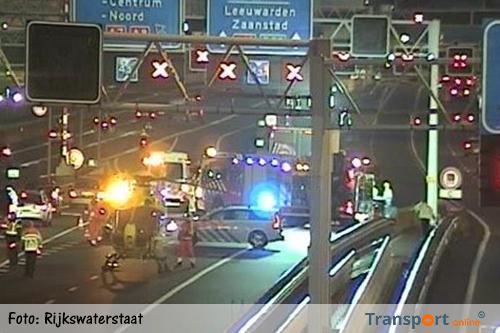 A5 dicht door ongeluk met vrachtwagen en bestelwagen bij Amsterdam
