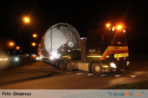 Silo's op transport naar melkfabriek Heerenveen