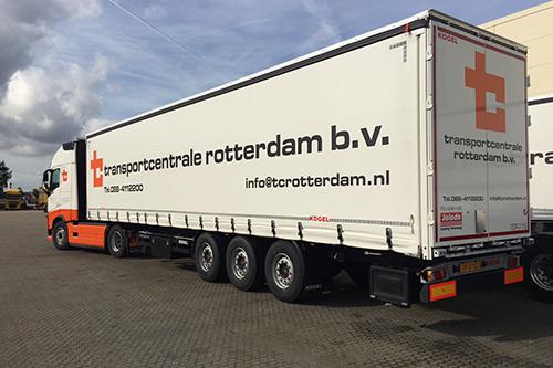 Zeven Kögel Joloda schuifzeiltrailers voor Transportcentrale Rotterdam