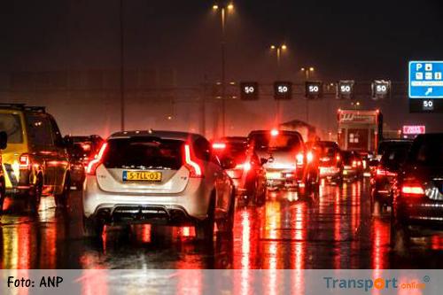 Files door regen, ongevallen en minder treinen