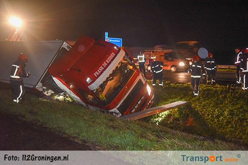 Vrachtwagen in de sloot langs A7 [+foto's]