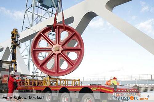 Vervanging omloopwiel Nieuwe Botlekbrug in het weekend van 4 op 5 maart