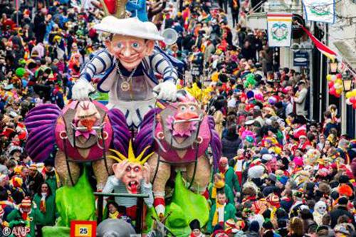 Carnavalsoptochten ingekort door code geel