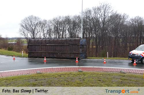Vrachtwagen verliest container op N381 [+foto's]