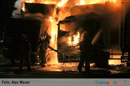 Twee DeliXL vrachtwagens uitgebrand in Rogat [+foto&video]