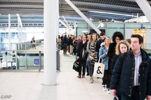 In de rij op station om te stemmen