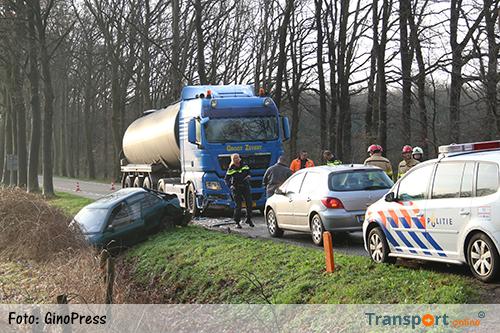 Aanrijding vrachtwagen en auto's bij Haarlo [+foto]