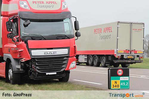 Aanrijding tussen twee vrachtwagens op A28 afrit Ommen [+foto&video]