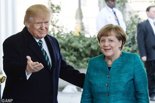 Trump spreekt met Merkel in Witte Huis