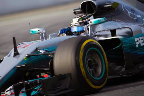 Valtteri Bottas snelste op derde testdag