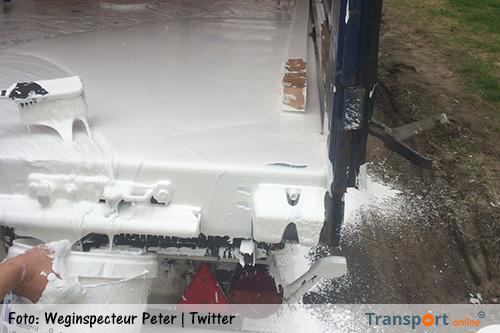Vrachtwagenchauffeur baalt na verfspoor op A28 [+foto's]