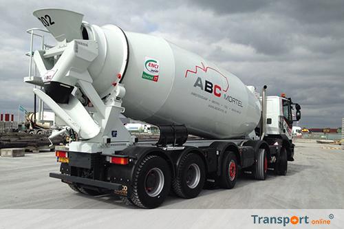 Tweede IVECO Trakker 10x4 met betonmixer voor ABC Mortel uit Tiel