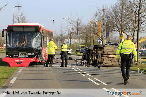 Dode bij aanrijding auto en lijnbus [+foto]