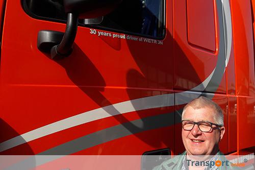 Cor Kampers al 30 jaar in dienst bij Wetron Transport & Logistics