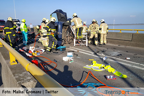 Zeelandbrug versperd door ongeval [+foto]
