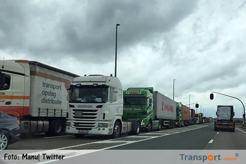 Lange files Antwerpse haven door wegwerkzaamheden [+foto's]