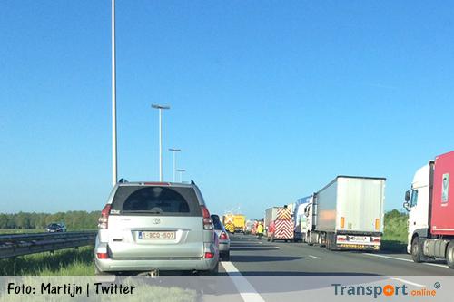 Vrachtwagen rijdt op file op E19 [+foto's]