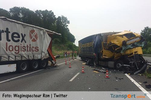 A74 uren afgesloten na ongeval met twee vrachtwagens [+foto's]