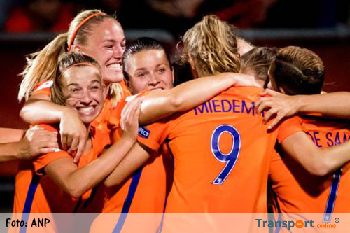 Oranje met derde zege naar kwartfinales EK