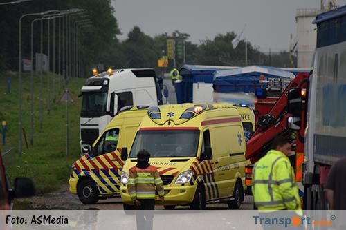 Dode en gewonde bij ongeval tussen vrachtwagen en scooter [+foto]
