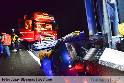 Vrachtwagen rijdt op wegafzetting op A2 [+foto]