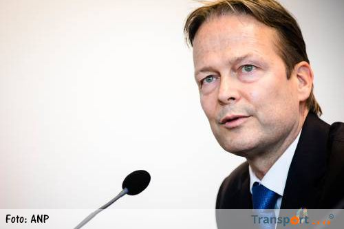 Akzo-topman Ton Büchner vertrekt per direct
