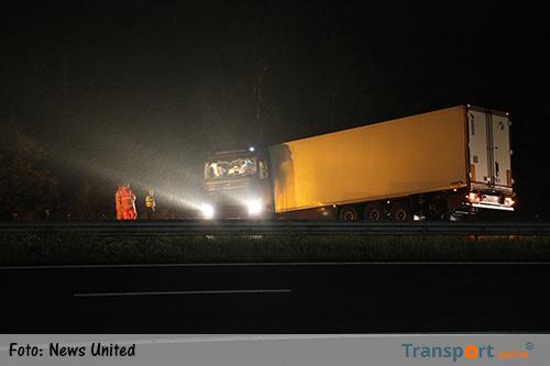 A1 bij Duerningen urenlang afgesloten na geschaarde vrachtwagen [+foto]