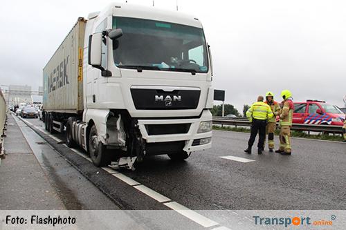 Vrachtwagen tegen de vangrail op A16 na onwelwording [+foto]