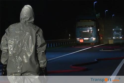 Vrachtwagen lekt salpeterzuur op Duitse A24: weg volledig afgesloten [+foto's&video]