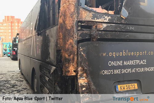 Team-bus Aqua Blue Sport in brand gestoken [+foto's]