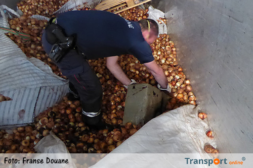 900 kilo cannabis tussen lading uien [+foto's]