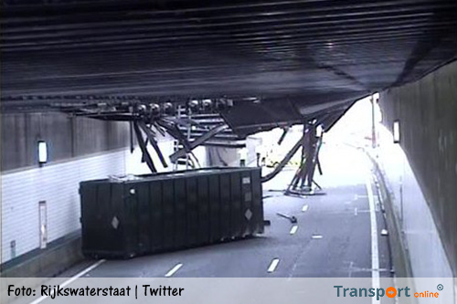 Zeeburgertunnel dicht na ongeval met vrachtwagen [+foto's]