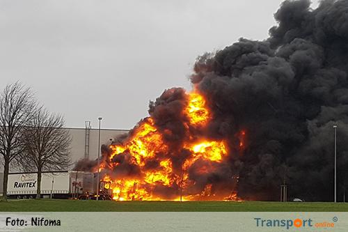 Vier vrachtwagens in brand op bedrijventerrein Avantis Heerlen [+foto]