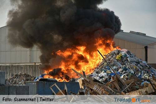 Zeer grote brand bij afvalverwerker Visser ATR in Harlingen [+foto's&video]