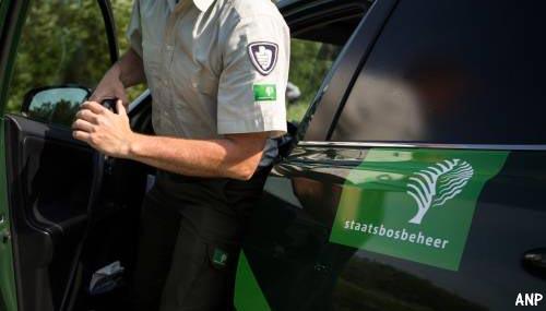 Banden dienstauto's Staatsbosbeheer in Ooijpolder lekgestoken